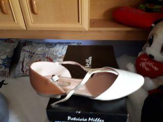 Zapato verano blanco y dorado