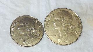 Dos monedas francesas de 10y de 20 cntmos.