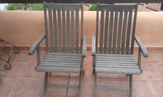 Silla,s de terraza de madera. 30 euro los dos