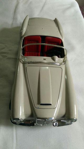 Coche antiguo miniatura blanco