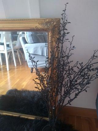 Espejo dorado estilo Rococó.