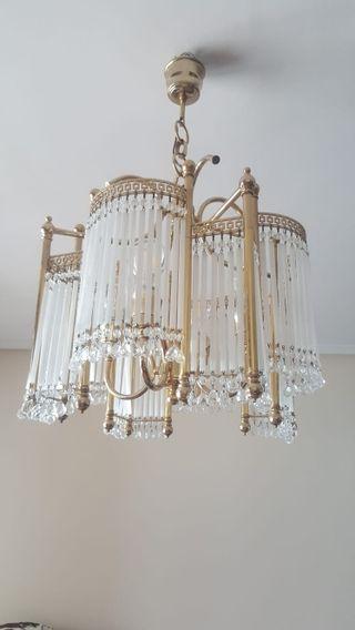 Lámpara de cristalitos y metal dorado