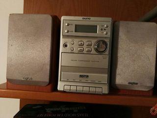 Equipo de sonido SANYO.