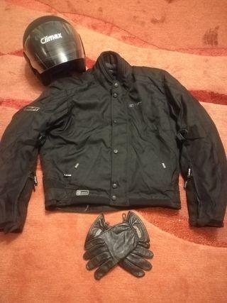 cazadora, casco y guantes