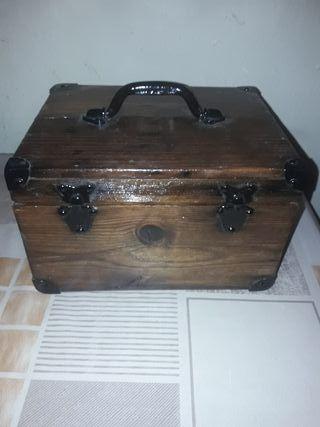antigua caja madera