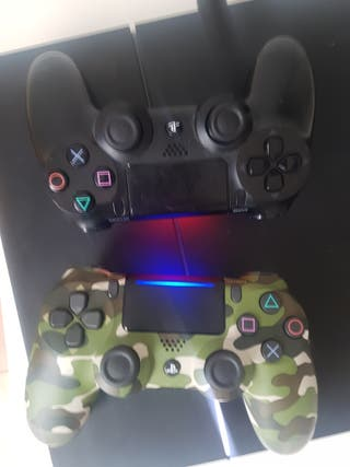 PS4 + 2 Controllers + Fifa 19