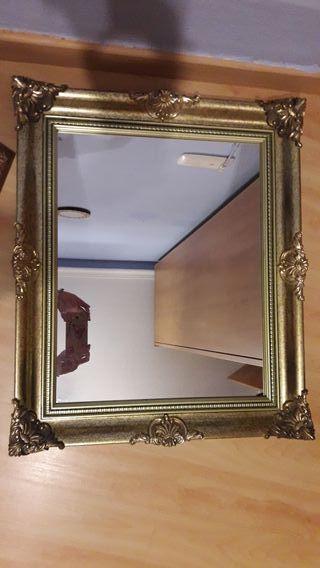 Espejo con marco de gran calidad y buen estado