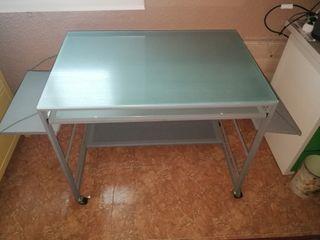 mesa escritorio de cristal grueso, largo 1.80 cm.