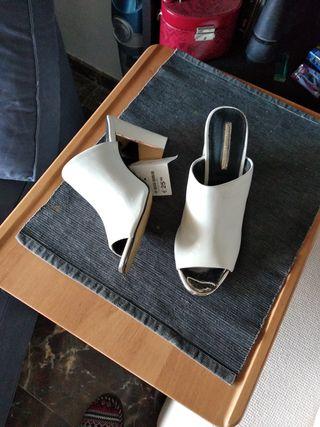sandalia blanca cerrada Nueva