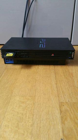 Ganga Playstation 2 con 3 juegos y 2 mandos