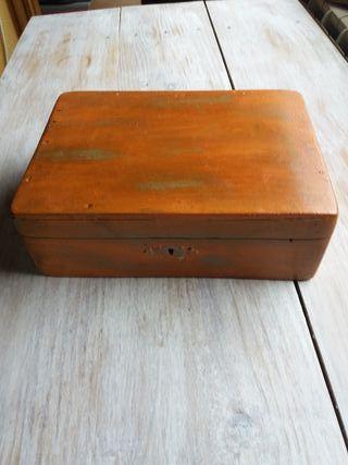 Caja de madera antigua