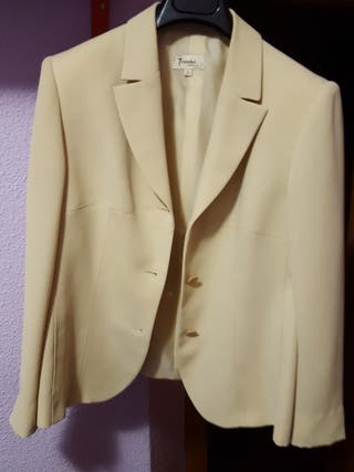 chaqueta beige talla 42