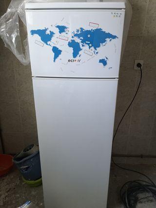 frigorífico y cocinilla