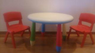 Conjunto infantil de mesa y 2 sillas