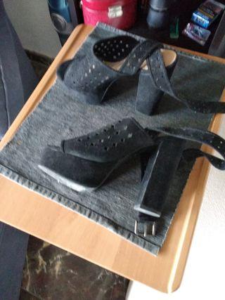 sandalia de cuña y tacon alto en piel, ante