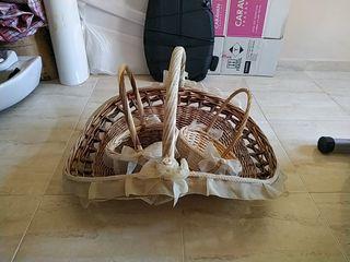 vendo juego de cestas de mimbre con encajes