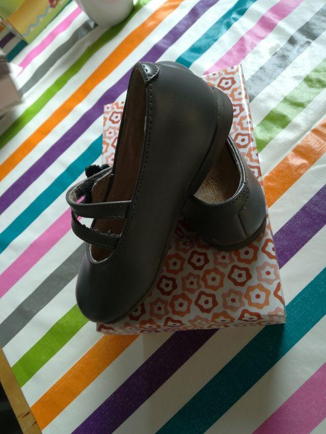 zapatos niña gris