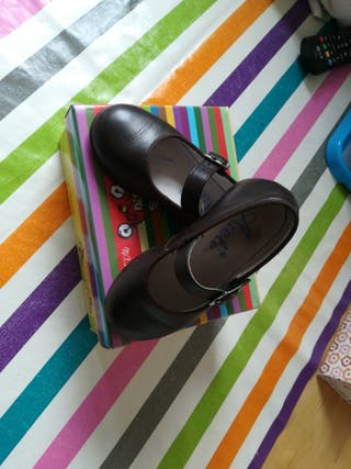 zapatos niña chocolate