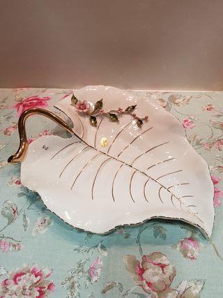 Preciosa hoja porcelana