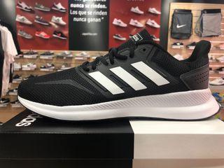 Zapatillas Adidas negra y blanca