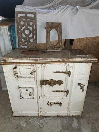 antigua cocina de leña o económica