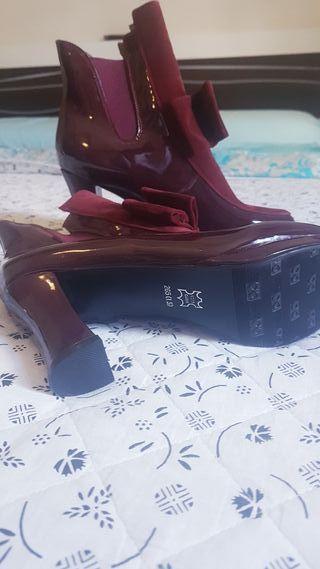 botas de charol ( invierno) sin usar talla 41
