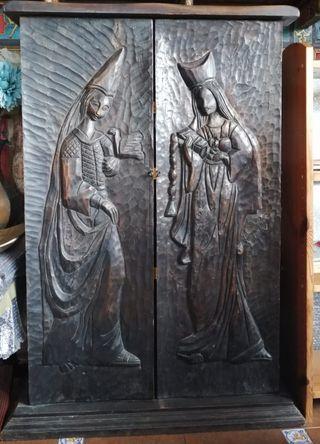 Botellero estilo medieval madera tallada