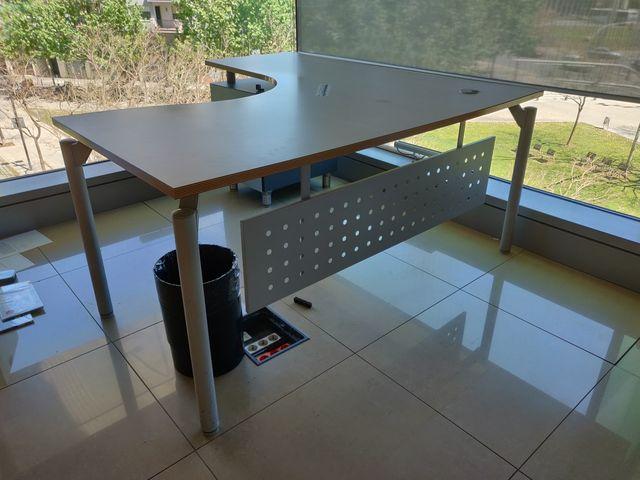 3 Mesas de oficina de segunda mano por 150 € en Barcelona en ...