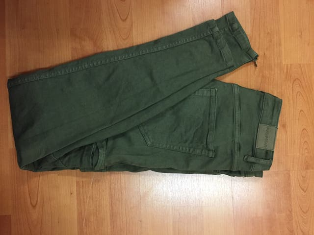 21f57bea3 Pantalon, pull and bear second hand for 5 CHF in Gorgier in WALLAPOP