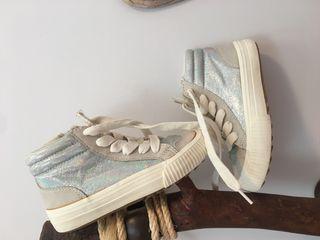 **REGALO, zapatillas Zara