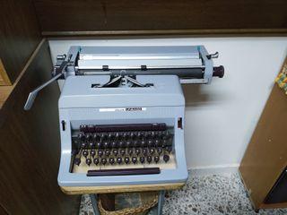 máquina de escribir olivetti, en perfecto estado