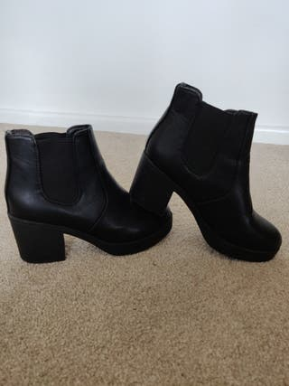 Boohoo Black Leather-Look Block Heel Boots