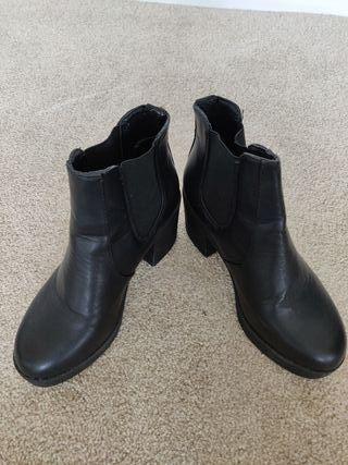 Boohoo Black Leather-Look Block Heel Boots