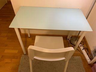 Conjunto escritorio, silla y pizarra cristal