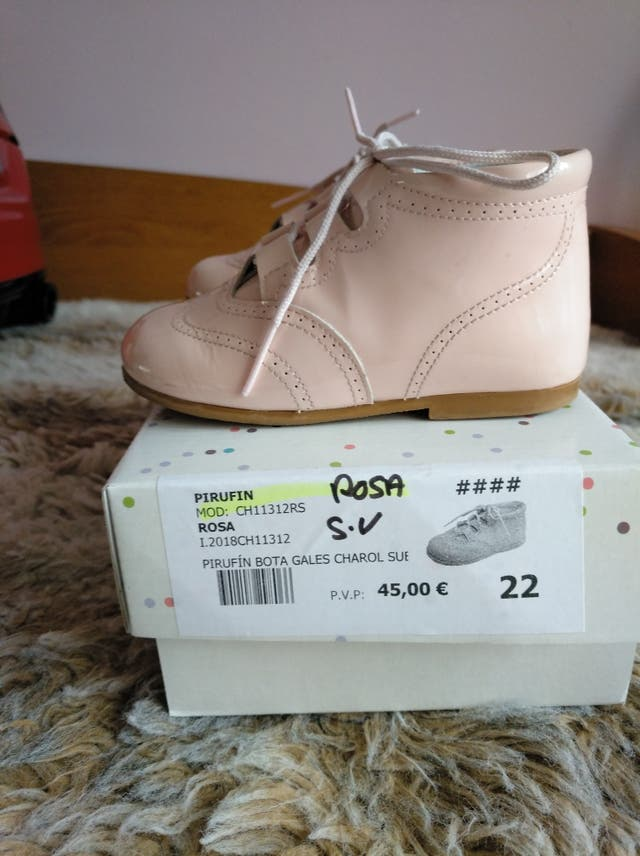 zapatos de charol rosa