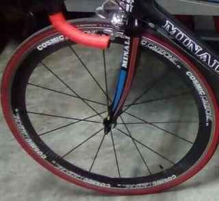 rueda de carbono delantera de bici carretera