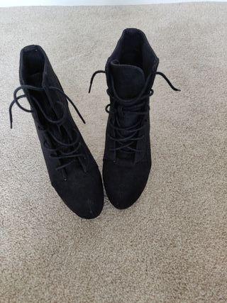 Divided H&M Black Platform Lace-Up Boots