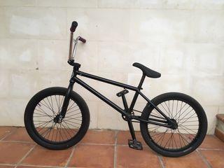 BICICLETA BMX CULT