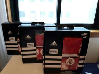 Uniforme infantil Real Madrid.