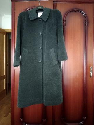 24b812b626a Abrigo de lana de segunda mano en León en WALLAPOP