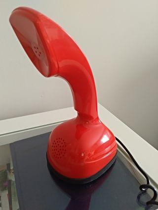 Teléfono fijo rojo diseño retro