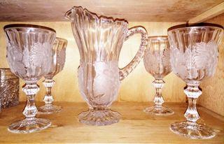 jarra y copas de vino
