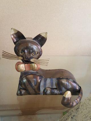 Gato de metal u hojalata