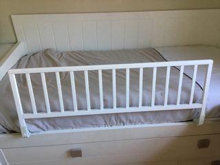 Barrera abatible de madera para cama niño