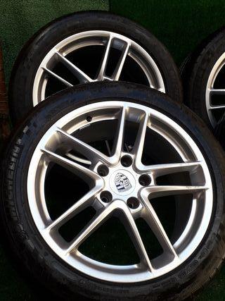 Llantas y neumáticos Porsche 19'.