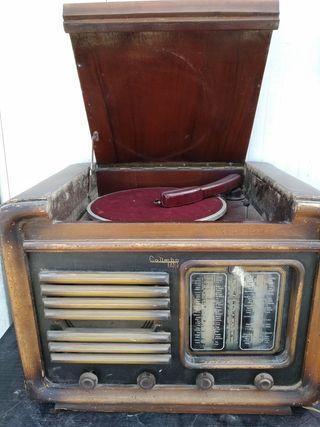 Radio tocadiscos antigua