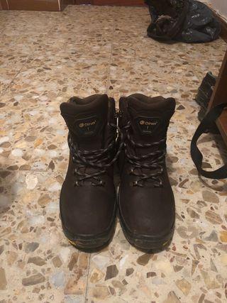 Se venden botas chiruca