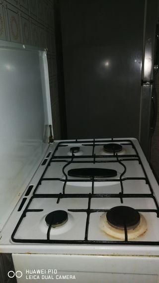 cocina de gas cinco fogones más horno de butano u