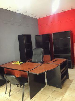 Mesa y mobiliario de oficina
