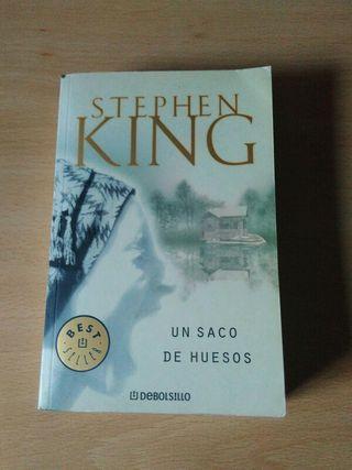 """Libro """"Un saco de huesos' de Stephen King"""